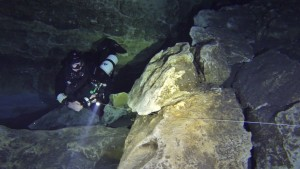 Reeling in during Cave Dive